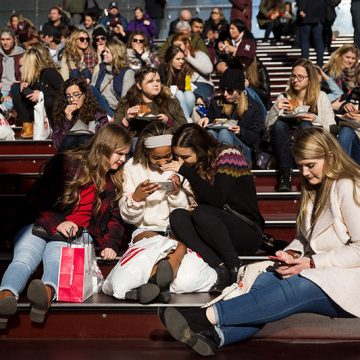 Smartphones are bad for some teens, not all