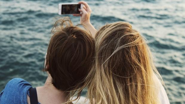 Selfies distort face's appearance, plastic surgeons warn