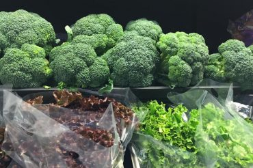 Eating more vegetables tied to better artery health for older women