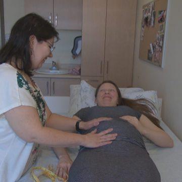 Des femmes de partout au Québec demandent un meilleur accès aux services de sage-femme
