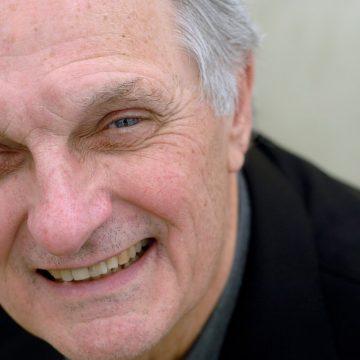 Alan Alda reveals Parkinson's disease diagnosis