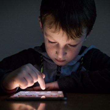 Combien d'heures les enfants peuvent-ils passer devant les écrans ?