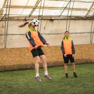 Les têtes au foot, plus risquées pour les femmes ?