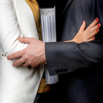 Près de 20 % des femmes et 13 % des hommes déclarent avoir été harcelés au travail