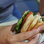Quelle est la cause de la surconsommation de nourriture? La science explique