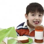 Les enfants devraient être exposés le plus tôt possible aux arachides, selon les pédiatres