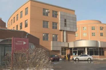 Montreal hospitals, new 'winter clinics' packed during flu season