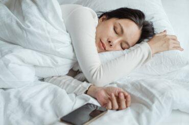 Sieste: peut elle remplacer une vraie nuit de sommeil?