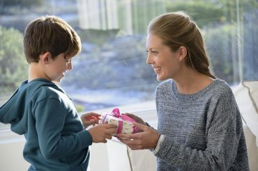 Are generous people happier? Study says yes!